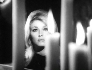 Sharon_Tate_in_Eye_of_the_Devil_trailer_1.jpg