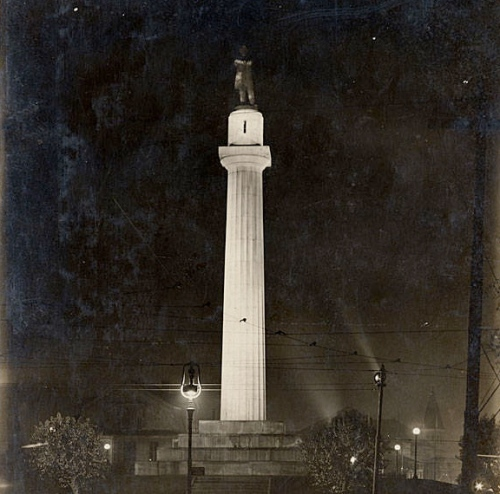 Lee_Circle_at_night_Teunisson_1917.jpg